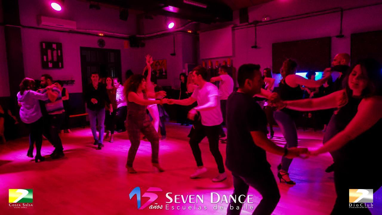 Jueves Salsa y Bachata, clases y prácticas de baile en Barcelona