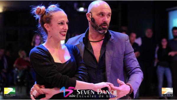 Taller de Bachata en la sesión de prácticas de la escuela Seven Dance