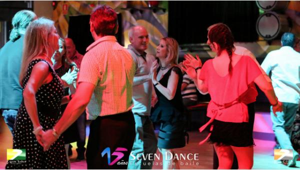 Taller de Rumba Bolero en la sesión de prácticas de la escuela Seven Dance