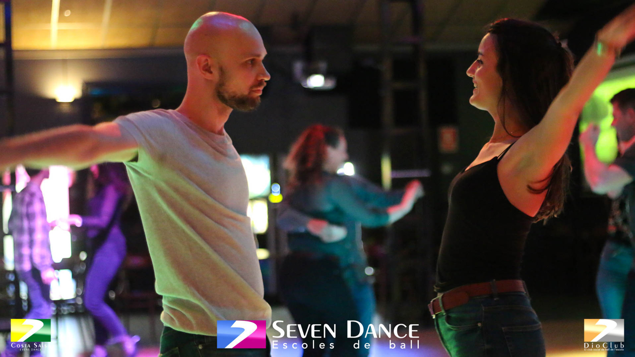 Bachata Escuela de Baile Seven Dance Barcelona prácticas