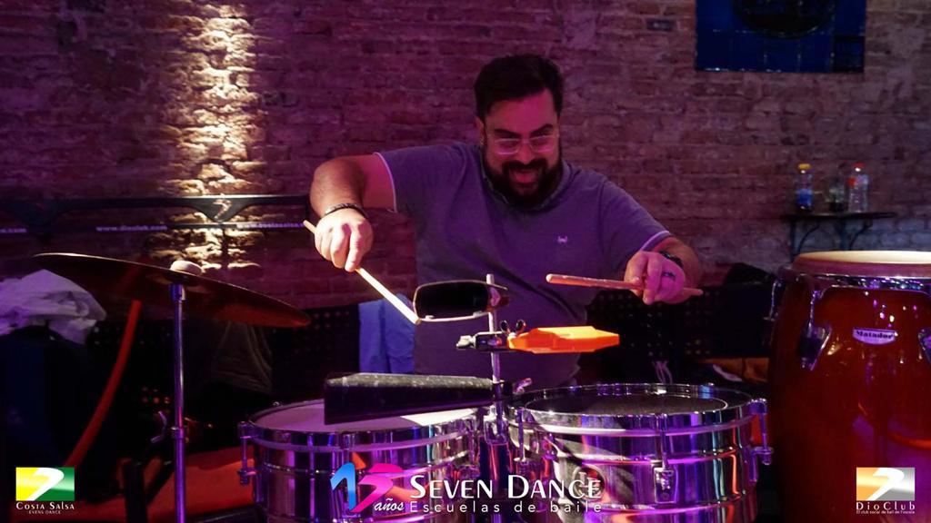 Escuelas de Baile Seven Dance Barcelona con prácticas y clases de baile, Salsa y Bachata